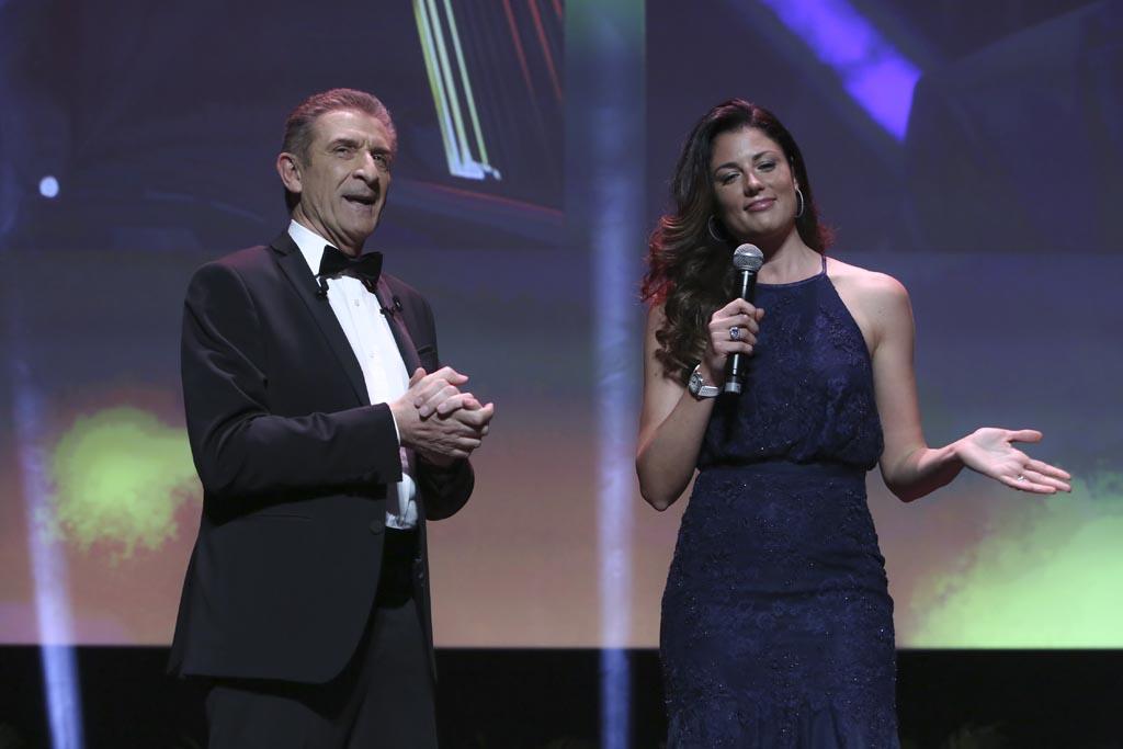 Daniela Ferolla con Ezio sul palco del 14 Montecarlo Film Festival