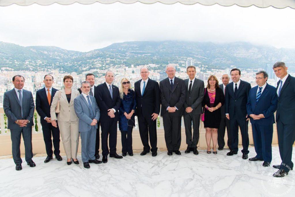 Il Presidente Ezio Greggio con S.A.S. Principe Alberto, l'Ambasciatore Massimo Lavezzo Cassinelli e Signora, e i componenti del Governo di Monaco