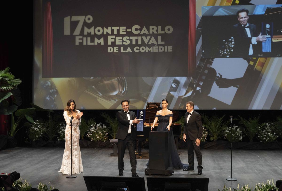 Ezio e Romina Pierdomenico premiano Andrea Morricone
