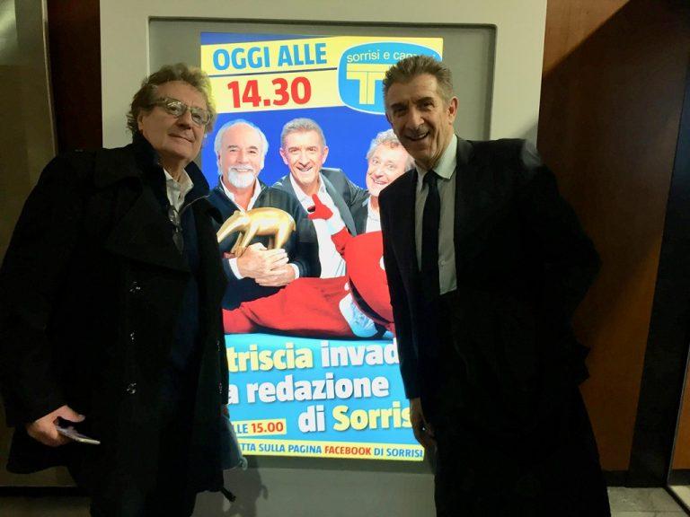 Iacchetti e Greggio all'ingresso della conferenza a Tv Sorrisi