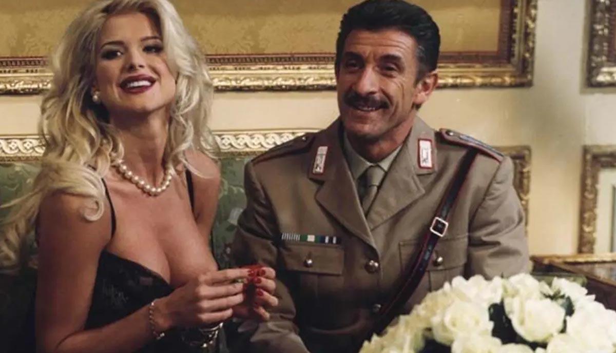 Victoria Silvstedt con Ezio Greggio